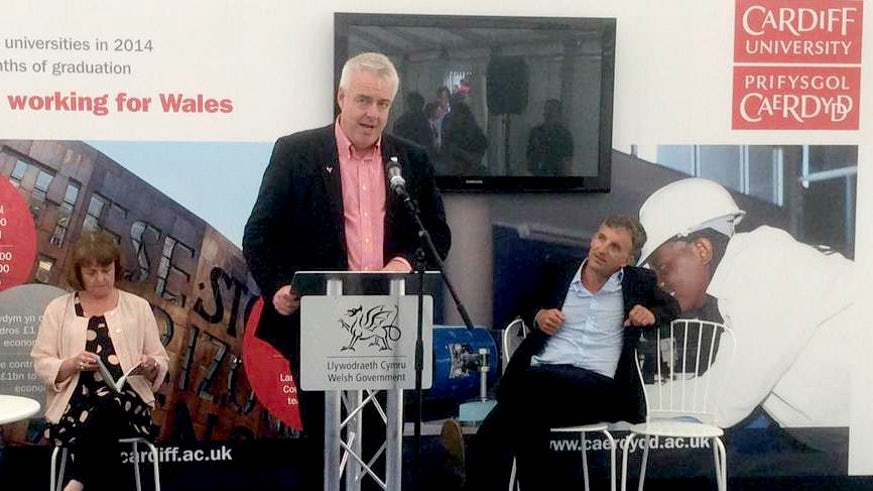 First minister, Carwyn Jones, launches Welsh for All scheme to help students learn Welsh