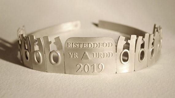 Eisteddfod yr Urdd crown