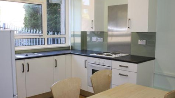 University Hall 2-bed Flat – Kitchen-Dining area