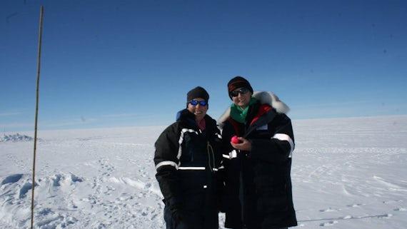 Dr Liz Bagshaw and Dr Nanna Karlsson (AWI) with sensor
