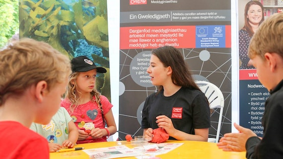 A science workshop for children at the Eisteddfod