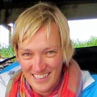 Dr Claire Earlie