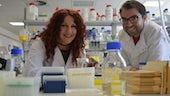 Shan Cothi  & Dr Andreas Zaragkoulias in a lab