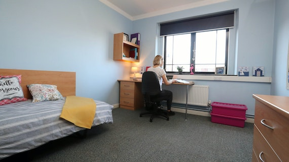 Bedroom (Library Wing) 2