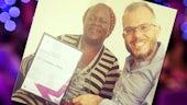 Dr Treré (ar y dde) gyda'r myfyriwr PhD Edel Anabwani
