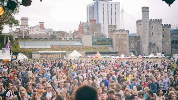 Crowd show at Tafwyl festival