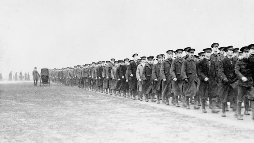 Troops leaving Hyde Park on a route march, December 1914
