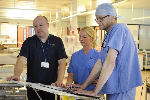 Advanced Clinical Practitioner with nurse practitioner on ward