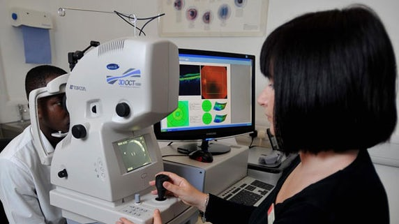 Optical coherence tomography machine