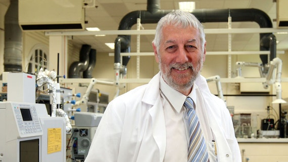 Professor Graham Hutchings in CCI lab