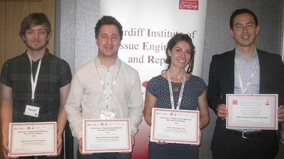 Lorena Hidalgo with her award